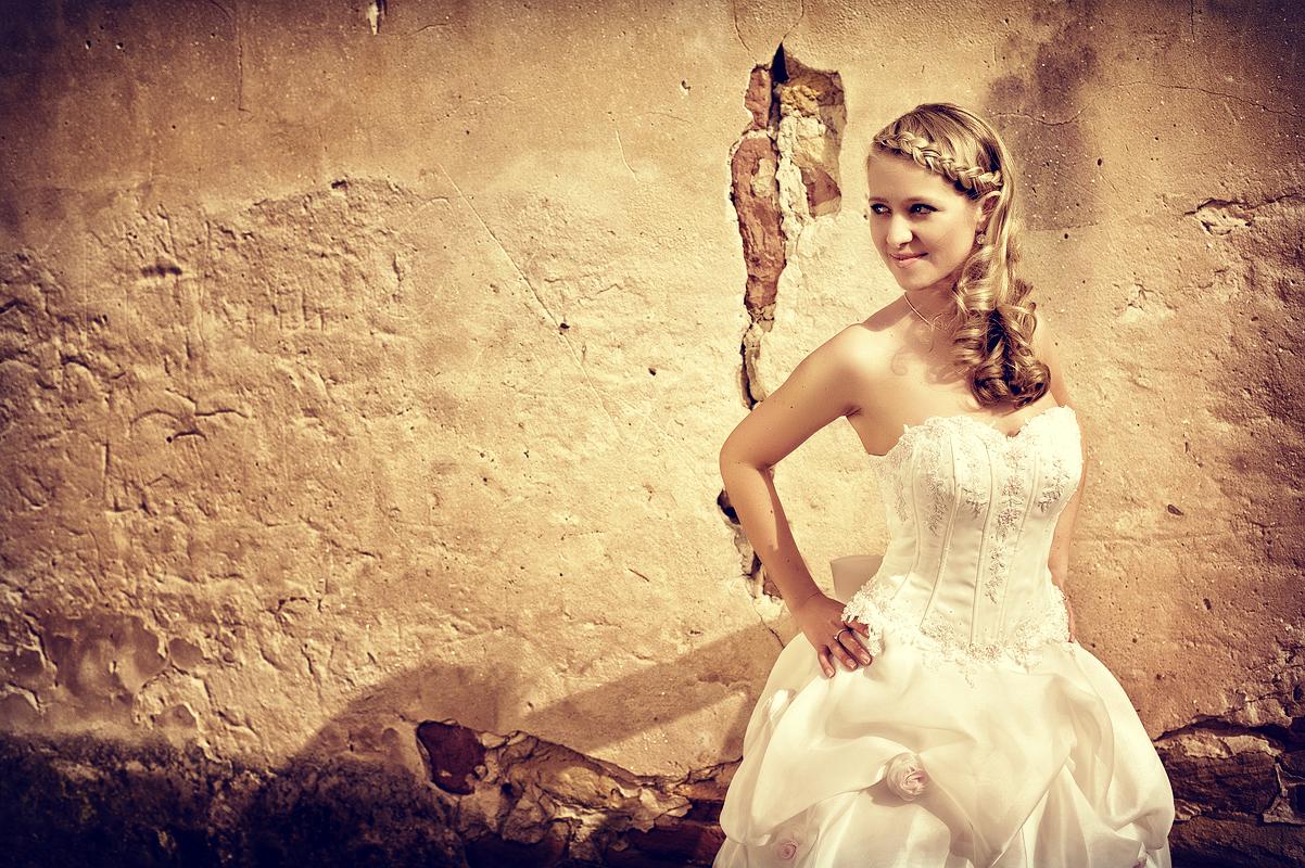 BrideoldWall